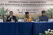 The closing session of the International Conference on Sustainable Mangrove Ecosystems. (L-R: Dr. H.O. Ma, (ITTO); Dr. A. Justianto (MOEF); and Dr. S. Baba (ISME)