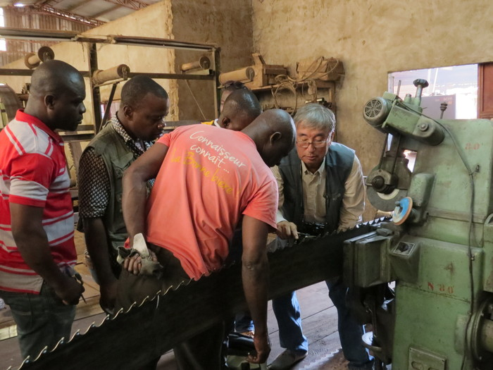 Improving production processes<br><br>ITTO project PD 700/13 Rev.2 (I), Phase 1, has provided in-house training to mills in Côte d'Ivoire with the aim of improving the quality of timber products for intra-African trade.<br>