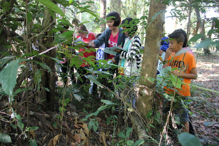 Raising awareness<br><br>Thai children learn about the importance of biodiversity conservation in the Emerald Triangle Protected Forest Complex as part of ITTO project PD 577/10 Rev.1 (F).<br>
