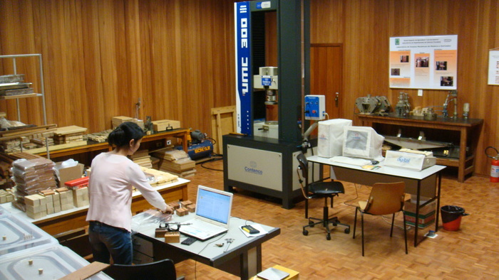 Adding value to woodflooring<br><br><p>A researcher in Brazil works with wood samples of lesser-used species as part of activities conducted under ITTO project PD 433/06 Rev.3 (I) aimed at adding value to the woodflooring value chain and improving the management of Amazonian forests.<br>