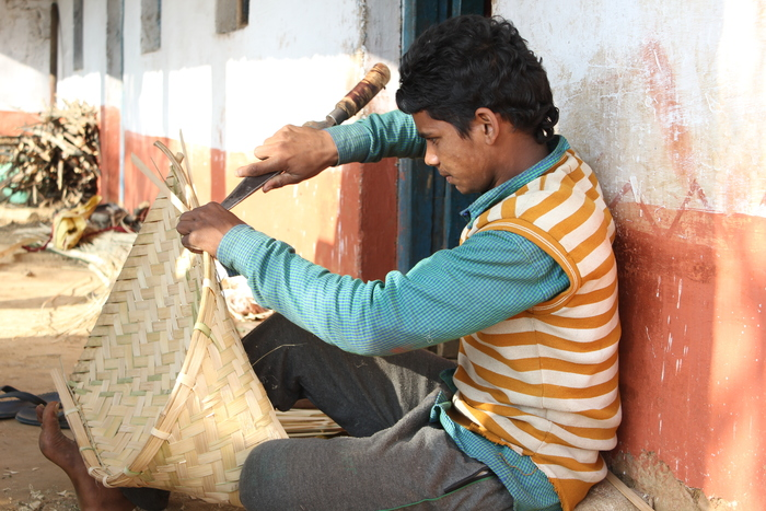 Handy craft<br><br>A young man makes a winnower using bamboo harvested in local hill forests in Lohaghat, Uttarakhand, India. ITTO Fellow Deepti Verma has helped assess the potential of non-timber forest products as a source of livelihoods in the area.<br>